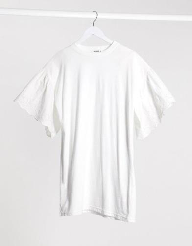 Missguided – Vit smockklänning med hålbroderi